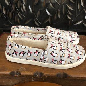 Toms Shoes - EUC TOMS fur lined shoes with penguin pattern
